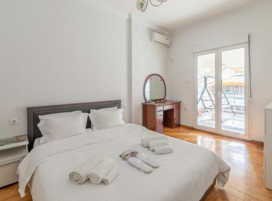 Hotel fotografií: Spacious Apartment with huge balcony in Kallithea