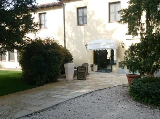 Φωτογραφίες του ξενοδοχείου: Hotel Villa Nabila