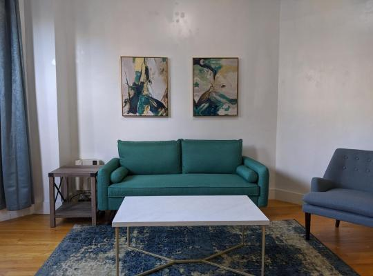 Fotografii: Beautiful Private Building w/ Laundry and High Speed WiFi only 15 Min to Manhattan