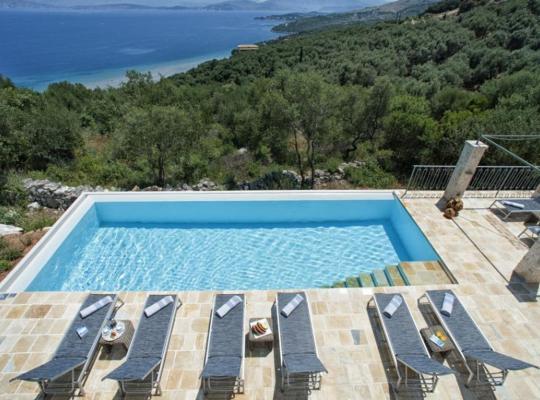 Képek: Alimos Villa Sleeps 8 Pool Air Con WiFi