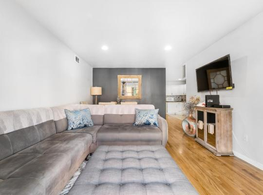 호텔 사진: Stylish Cozy 4Bedrooms/2Bath With Private Parking