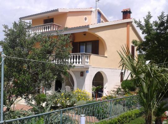 Croatia - Beach/Seaside Accommodation, hotels, hostels