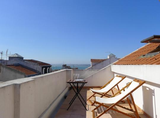 Otel fotoğrafları: Portuguese Living Barroca Terrace Apartment