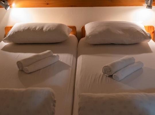 """תמונות מלון: """"Bakfar"""" Kfar Szold Country Lodging"""