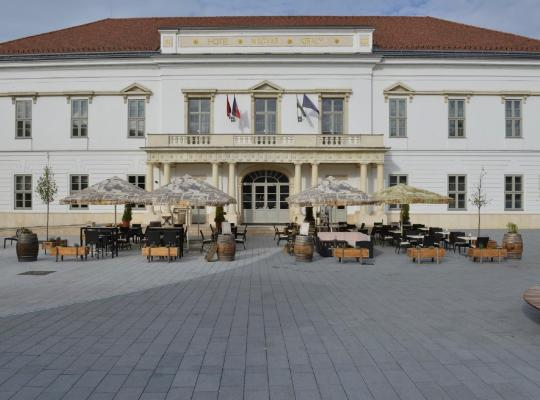 होटल तस्वीरें: Hotel Magyar Király
