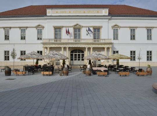 Хотел снимки: Hotel Magyar Király