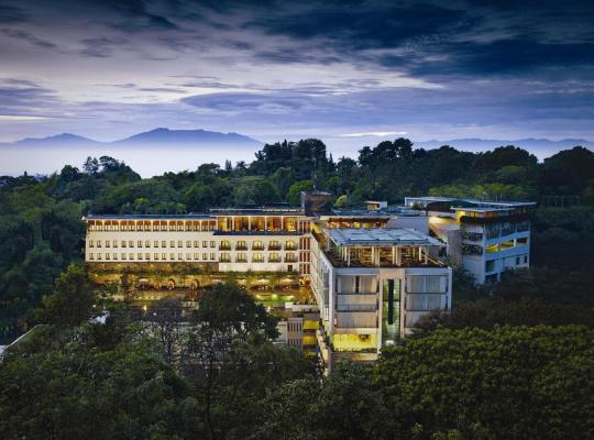 Otel fotoğrafları: Padma Hotel Bandung