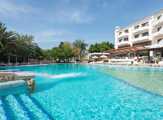 Foto dell'hotel: Paphos Gardens Holiday Resort