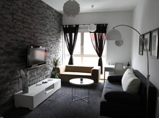 Φωτογραφίες του ξενοδοχείου: Apartment West Side Residence