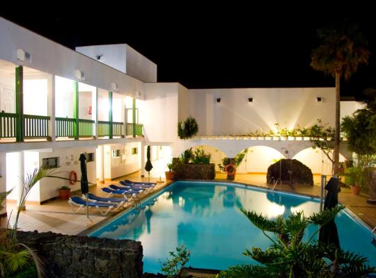 ホテルの写真: Aparthotel Esquinzo Y Monte Del Mar
