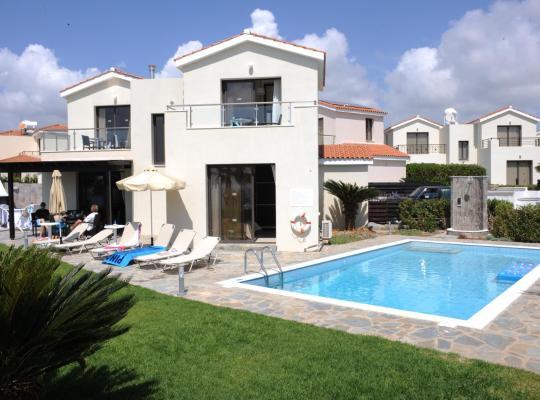 Hotel photos: Platzia Beach Villas