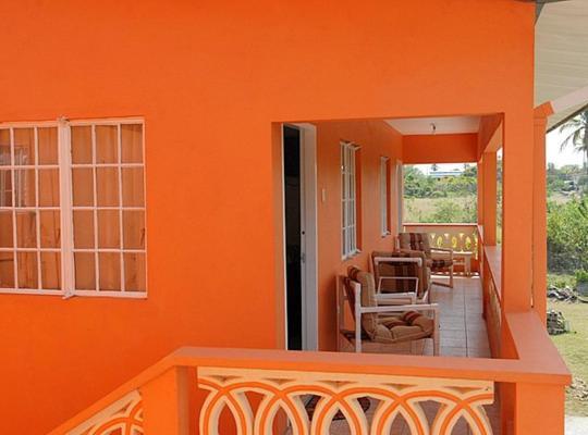 Фотографии гостиницы: J & G's Tropical Apartments