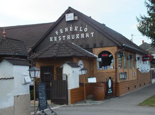 Viesnīcas bildes: Fehérló Vendégház & Restaurant