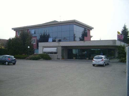 Hotel bilder: Art & Hotel Treviolo
