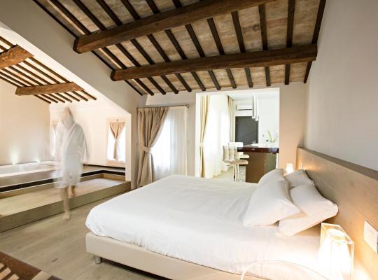 Фотографии гостиницы: Borgoleoni 18 - Room and Breakfast