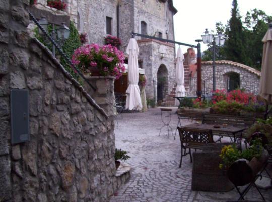 Φωτογραφίες του ξενοδοχείου: Al Piccolo Borgo Locanda Con Alloggio