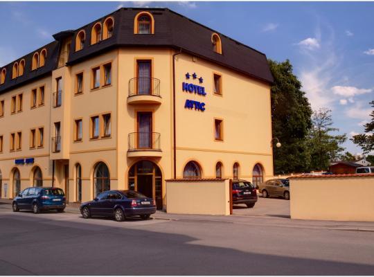 Viesnīcas bildes: Attic Hotel