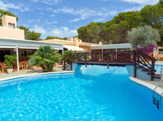 Фотографии гостиницы: Apartamentos Ses Eufabietes