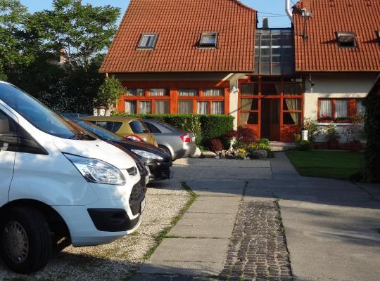 Fotos do Hotel: Bai Panzió