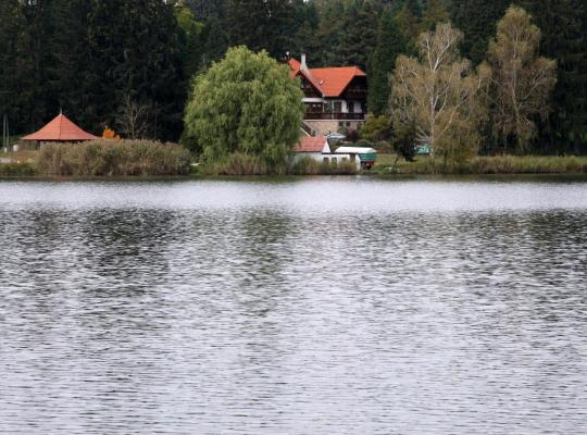 ホテルの写真: Ágneslaki Ökoturisztikai Centrum és Vadászház
