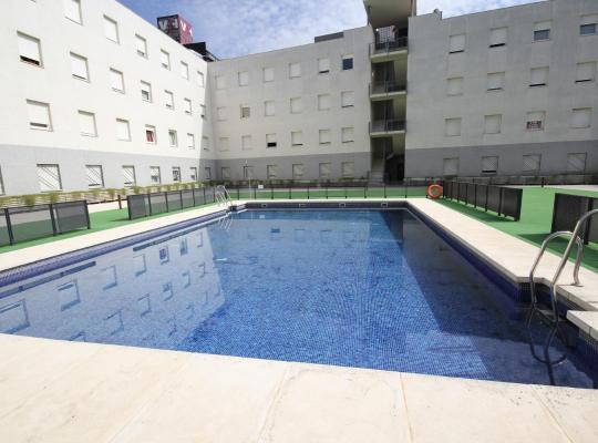 Viesnīcas bildes: Apartamentos Vértice Sevilla Aljarafe