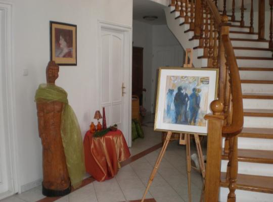 ホテルの写真: Galéria Panzió