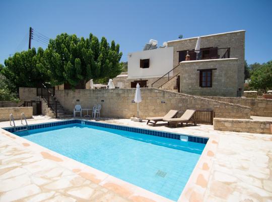 รูปภาพจากโรงแรม: Elpida's Stone Houses