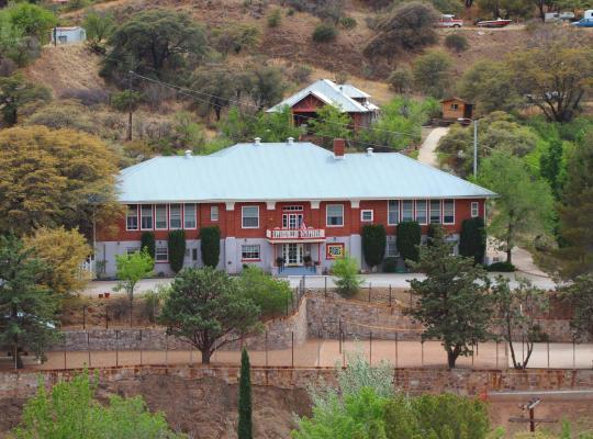 Fotos de Hotel: School House Inn Bed & Breakfast