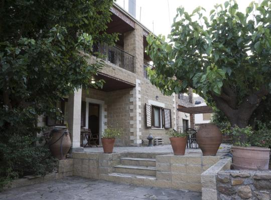 Hotel photos: Elia Maisonette Therissos