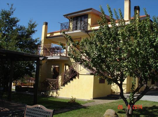 Hotelfotos: Agriturismo Casale Di Gricciano Distilleria Mezenties