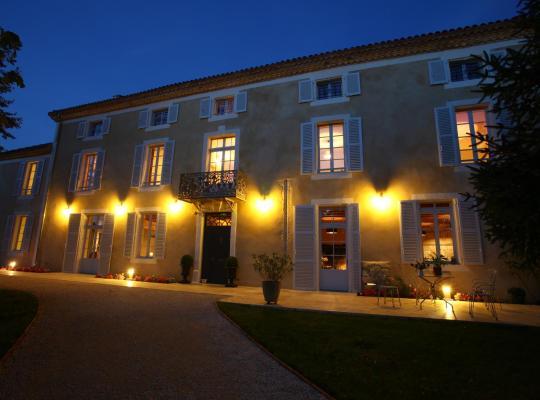 Φωτογραφίες του ξενοδοχείου: Le Castel Pierre - Maison privée 4 étoiles - 18 personnes
