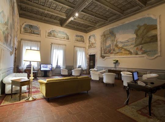 Фотографии гостиницы: Palazzo Carletti