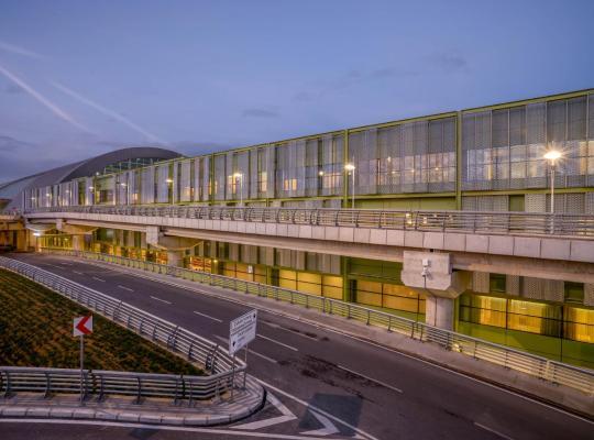 酒店照片: Tav Airport Hotel Izmir