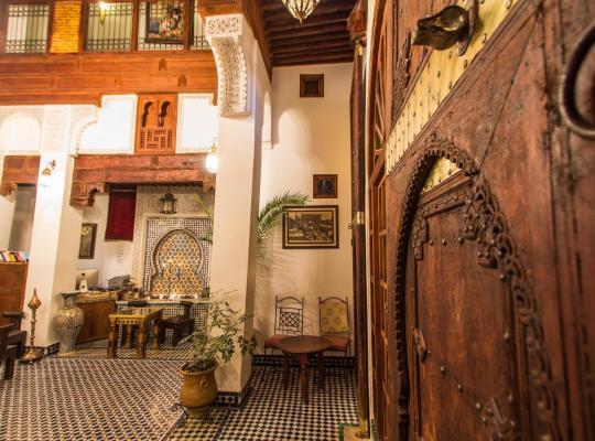 Хотел снимки: Dar Labchara