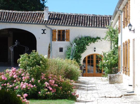 Photos de l'hôtel: Hotel The Originals Le Relais de Saint-Preuil