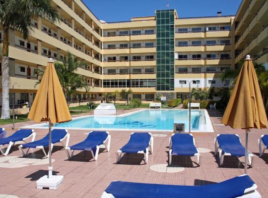 Otel fotoğrafları: Apartamentos Las Camelias