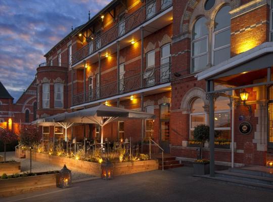 ホテルの写真: Ambassador Hotel & Health Club