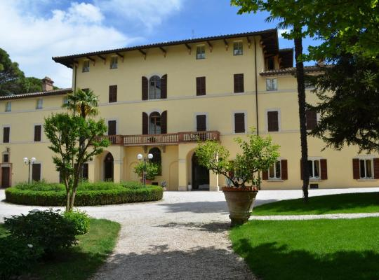 Фотографии гостиницы: Posta Donini-Historic Hotel