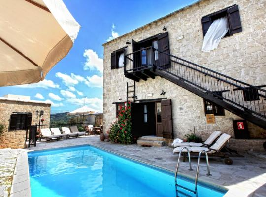 Foto dell'hotel: Leonidas Village Houses