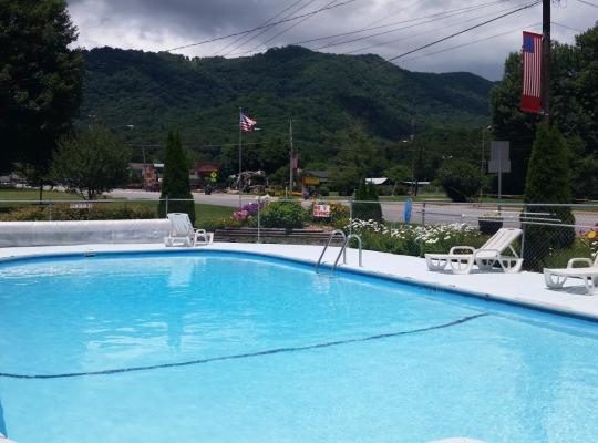 Fotos de Hotel: A Holiday Motel - Maggie Valley
