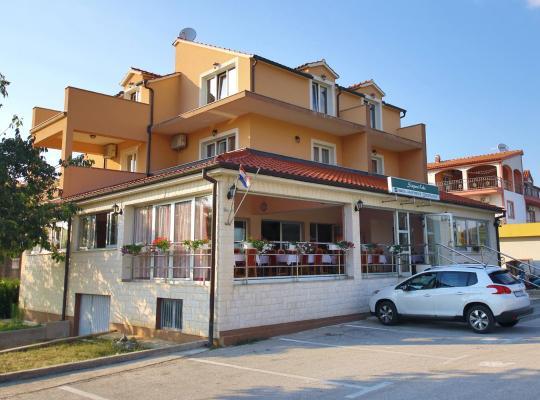 Hotel fotografií: Guest Accommodation Slapovi Krke