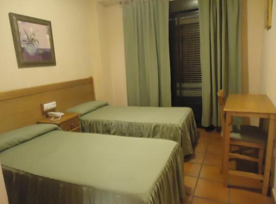 Хотел снимки: Hostal Infantes