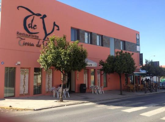 Φωτογραφίες του ξενοδοχείου: Hotel León Tierra de Vinos