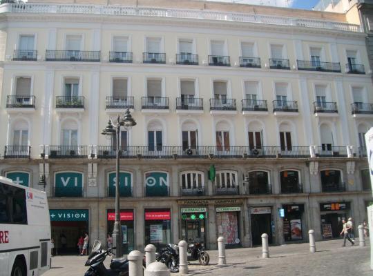 รูปภาพจากโรงแรม: Puerta del Sol Rooms