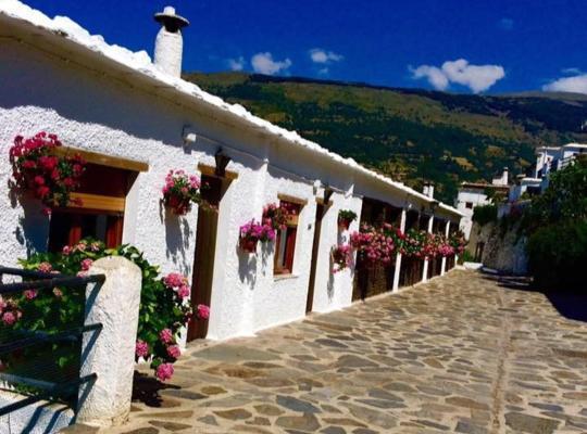 Φωτογραφίες του ξενοδοχείου: Apartamentos Turísticos Rural Los Tinaos