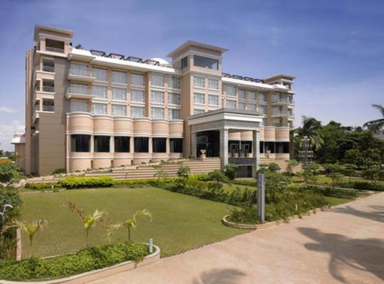 Fotos de Hotel: Royal Orchid Central Kireeti