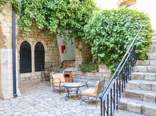 תמונות מלון: Ruth Safed Hotel