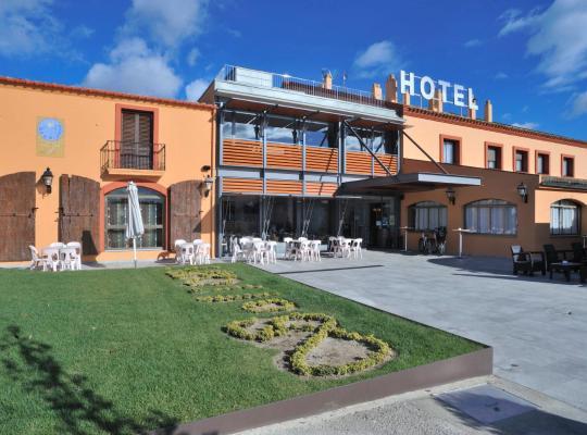 होटल तस्वीरें: Hotel Restaurant Sol i Vi