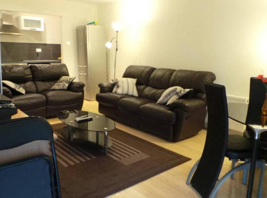 Viesnīcas bildes: Belfry CityWest Apartment