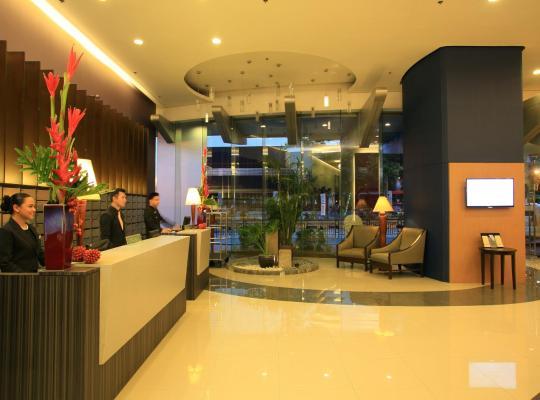 Képek: The Malayan Plaza Hotel